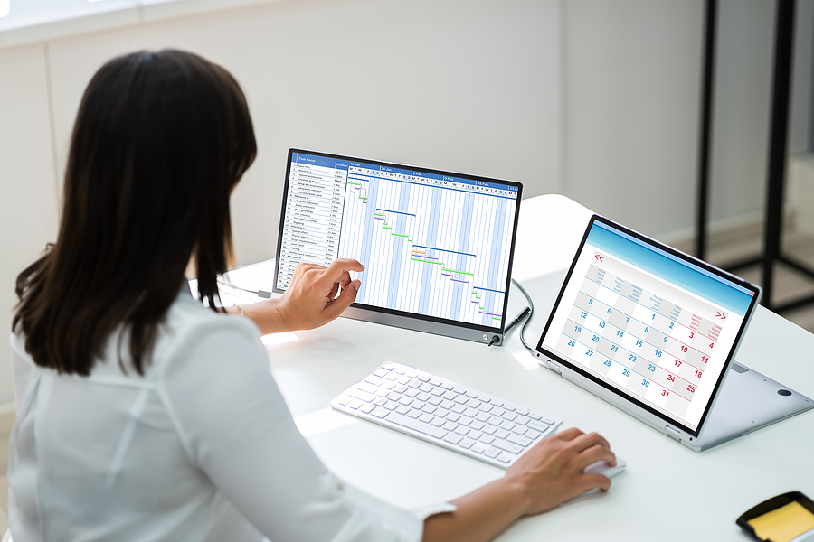 Woman employee using an easy-to-use timesheet application for work
