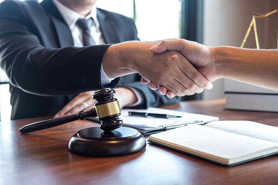 Best divorce lawyer in Sydney meeting his client